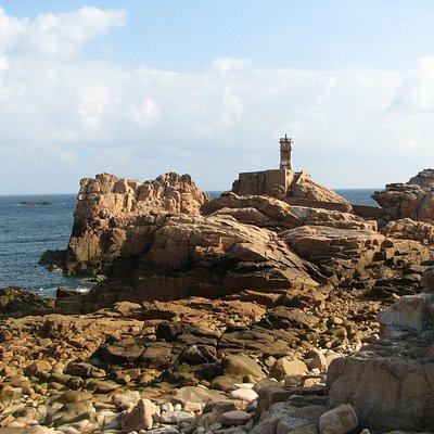 côte sauvage et phare du Paon