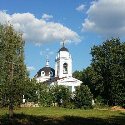 Вид на Церковь Покрова Пресвятой Богородицы