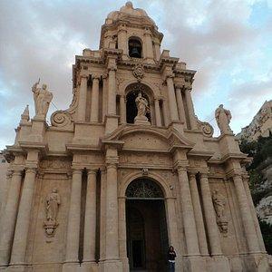 La facciata di San Bartolomeo