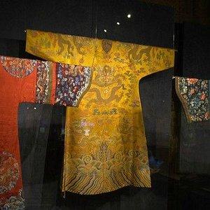 Выставочный зал с одеждой