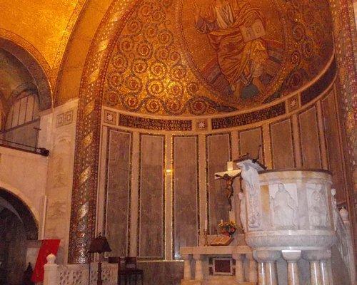 chiesa luterana RM - interno - presbiterio e pulpito
