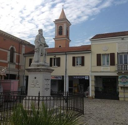 центральная фигура в центре города