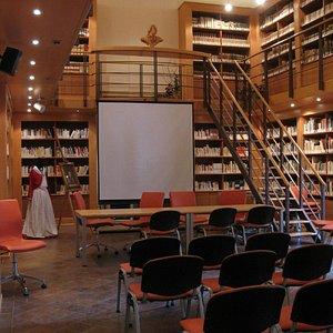 particolare biblioteca - vestito tradizionale