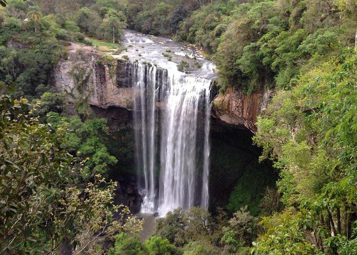 Foto tirada do mirante, vale a pena parar antes de descer na cachoeira.
