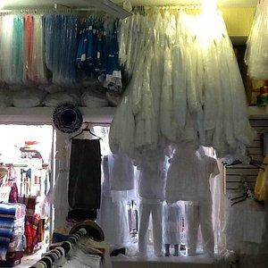 Ropa típica de la región, guayaberas y vestidos para eventos