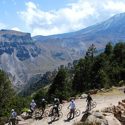 Magnificent mountain scenery awaits you on our mountain bike and 4x4 rides into the Sierra Madre