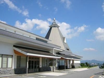 飯綱山の山頂にたつ小諸高原美術館・白鳥映雪館
