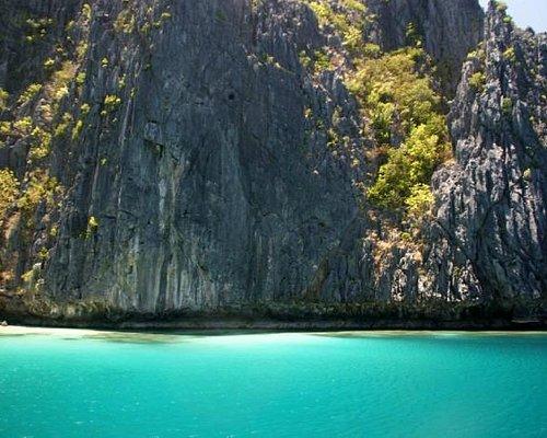 Tapiutan Island south