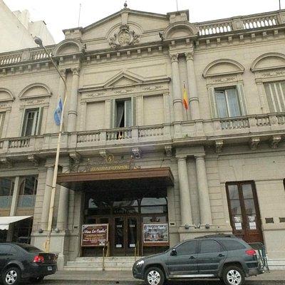Frente del teatro Español de Azul - una joya