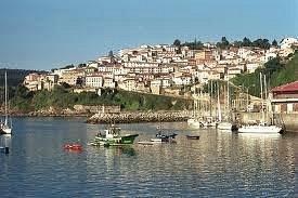 vista de dìa del puerto de Lastres