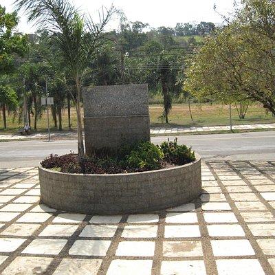 Monumento a caminho de lindoia