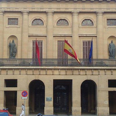 Parte frontal do Palácio de Navarra