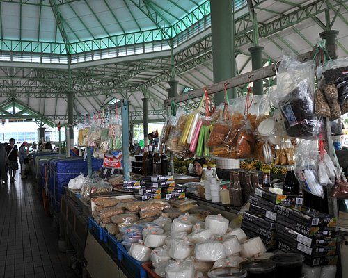 Section of market selling dry food