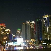歌劇院前夜景