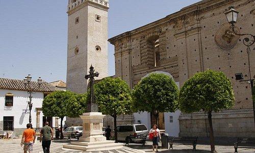 Вид на церковь с пллощади