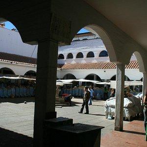 Il porticato con il cortile interno