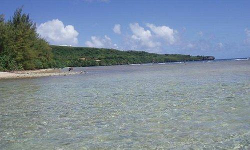 非常に水のきれいな海岸