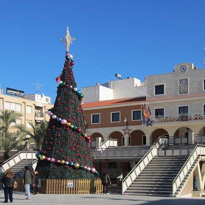 Ayuntamiento (City Hall) Гвардамара в предрождественские дни