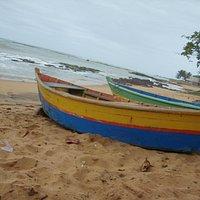 Praia com os barcos