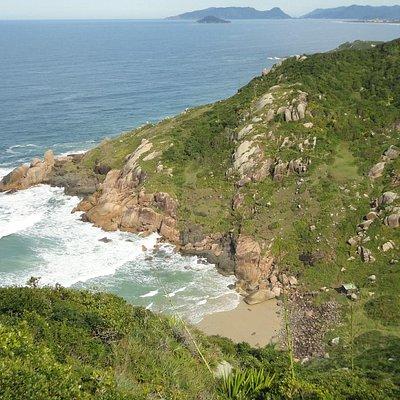 Vista geral da praia do Gravatá (somente acessada por trilhas)