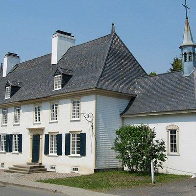 Mauvide-Genest Manor