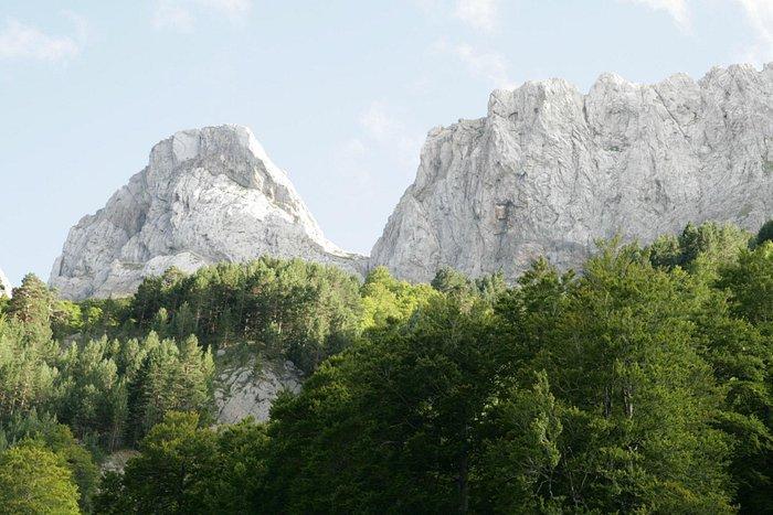 Detalle de las escarpadas paredes de las Cresta de Alano, un macizo montañoso impresionante