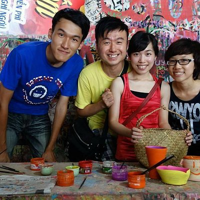 A special city tour to Bat Trang pottery village