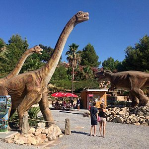 Brachiosaurus and T-Rex nex to the DinoCafe