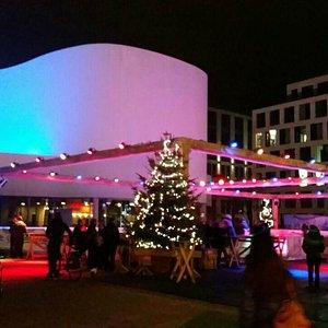 Eisbahn vor dem Schauspielhaus