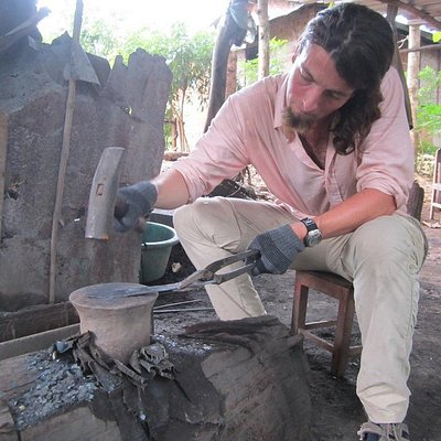 Make your own knife with a blacksmith!