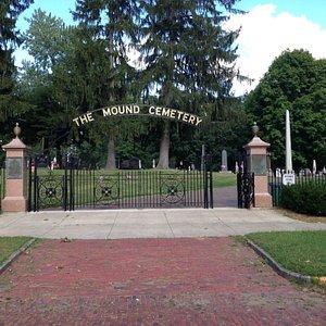 Entrance to Mound Cemetery