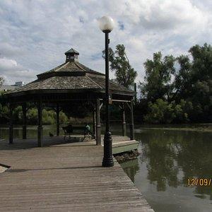 Paseo junto a la laguna