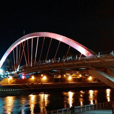晚上的彩虹橋
