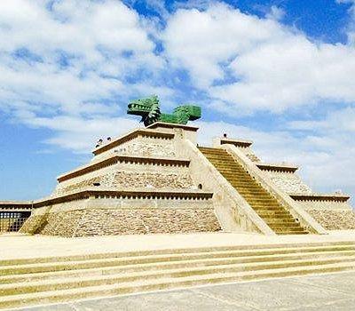Piramide cuyo interior resguarda al Museo