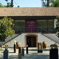Casa transformada em área para exposições