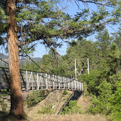 Bridge over the Yellowstone River along Hellroaring Creek Trail