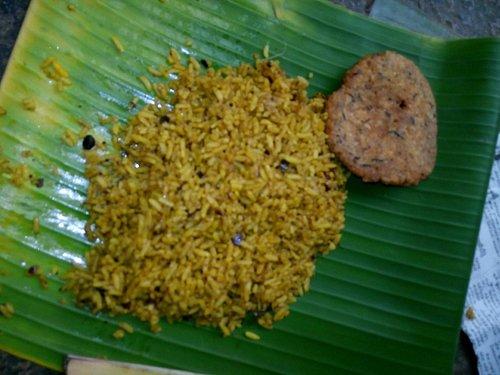 Prasadam -Puliyodharai with keerai Vadai