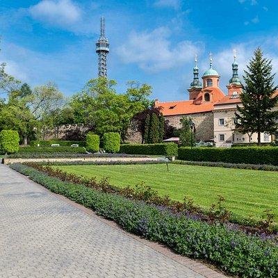 Petrin tower ang garden