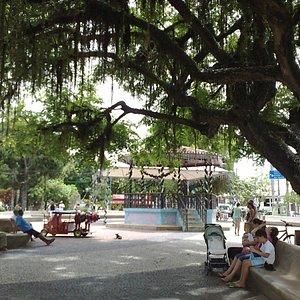 Praça em frente à igreja matriz
