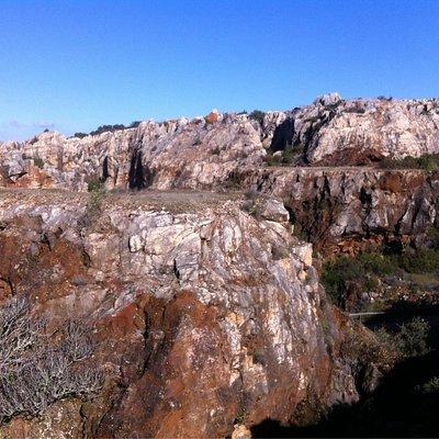 Antiguo yacimiento minero de Cerro del hierro
