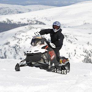 Snowmobiling in Ylläs