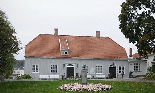 The House (C) Lyonel Perabo