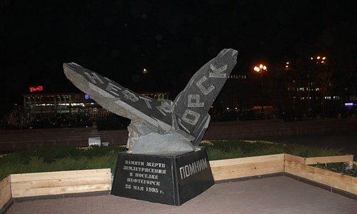 Мемориал жертвам землетрясения в Нефтегорске