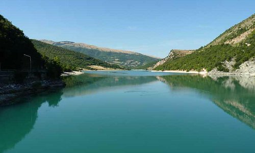 Blue waters of Lago di Fiastra - great for swimming or paddling
