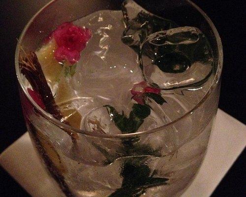 Fantastisch! Gin & tonic met een hint van rozen...