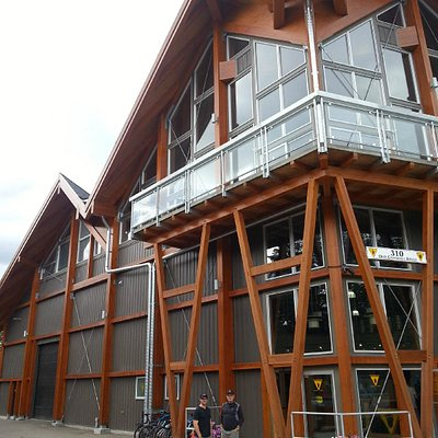 Grizzly Paw Brewing Company - take a tour, go beer or soda-pop tasting!
