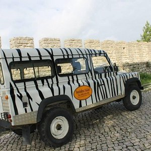 The vintage Land Rover of Sesimbra Safari at Castelo de Sesimbra