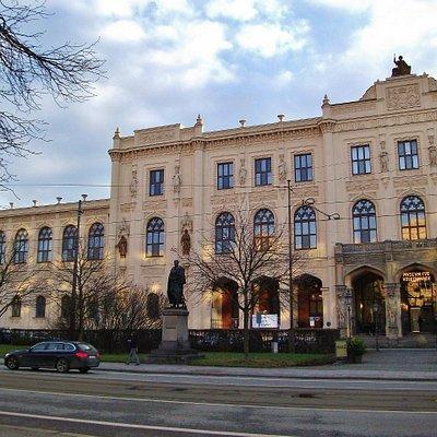 Музей этнологии / National Ethnology Museum