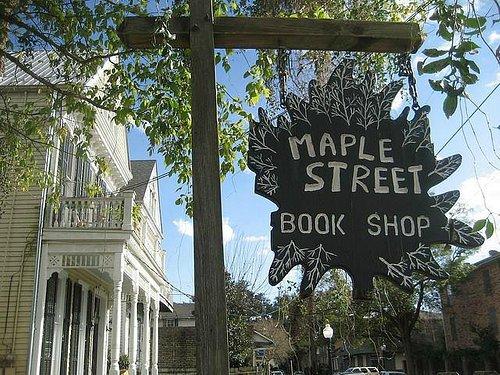 7529 Maple St