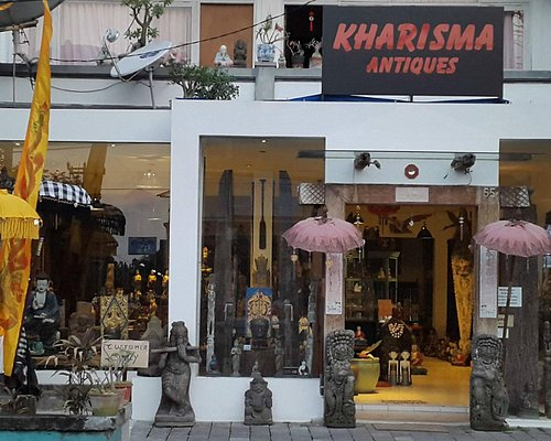 The front entry of Kharisma shop.